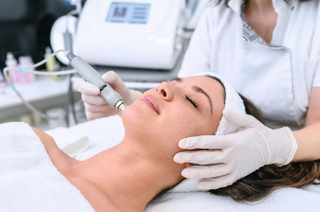 zabieg ultrasoniczny na twarz