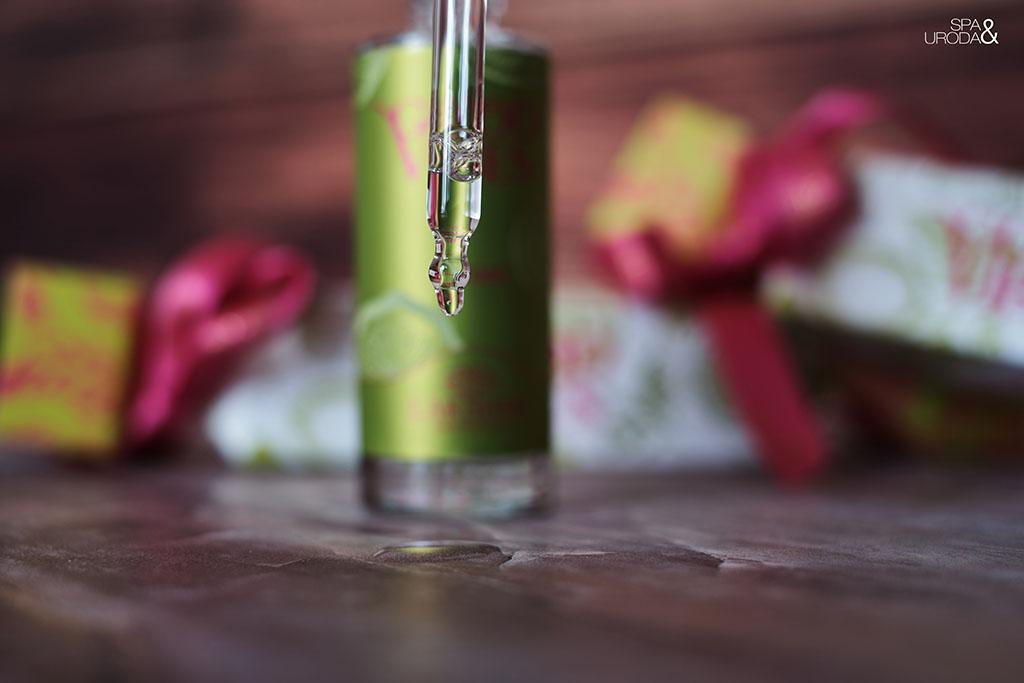 krople serum kapiące z kroplomierza