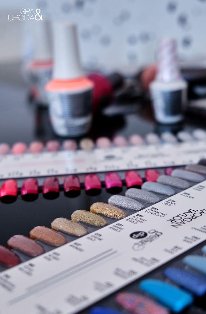 próbniki z kolorami żelowych lakierów do paznokci