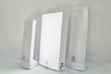 trzy lampy antydepresyjne w różnych rozmiarach i jedna zapalona